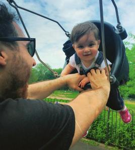 mani-baby-swing